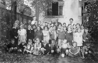 Max Reschke and the The Hanover Branch Sunday School children in the summer of 1938