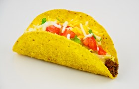 Traditional American taco, served with ground beef, sour cream, iceburg lettuce, tomato and jack and cheddar cheese.